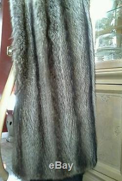 Ladies Full Length Silver Tip Genuine Fur Raccoon Coat. Size L. Full pelts