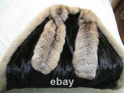 Cadrage En Pied Manteau De Vison Avec Cristal Fox Tuxedo Et Manches Taille Directionnelle Grand