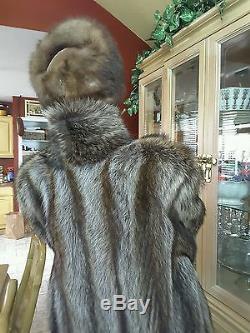 Mesdames Cadrage Silver Tip Véritable Manteau De Fourrure De Raton Laveur. Taille L. Pelleteries Complète