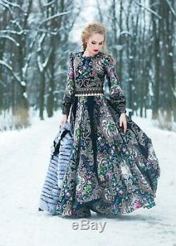 Robe Style Russe Maxi. Vêtements De Créateurs. Exclusif. Toute La Longueur